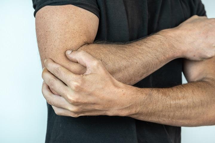 fájdalom a könyökízületekben belülről térdkiütés az ízületből a folyadék megjelenése