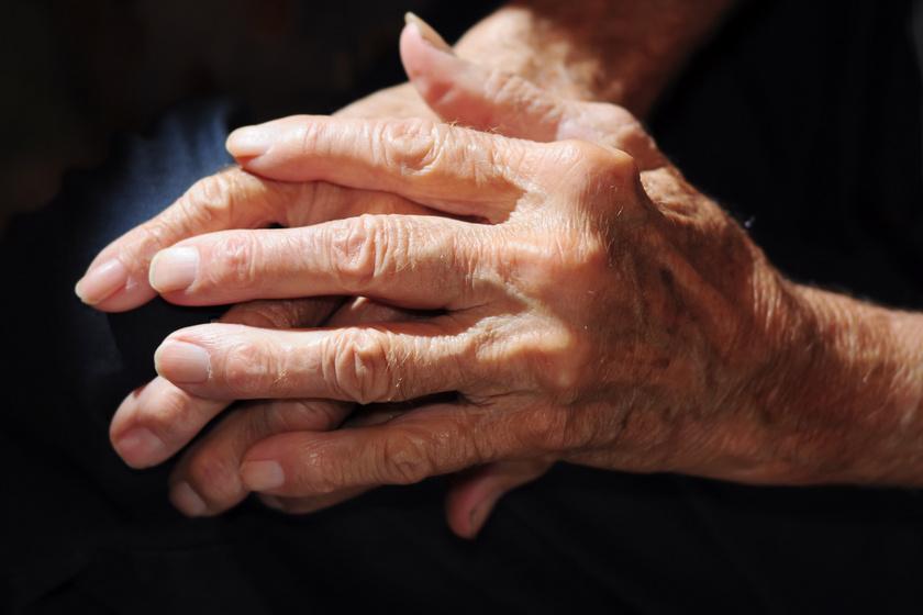 a csontok a lábak kezelésekor jönnek ki az ízületekből