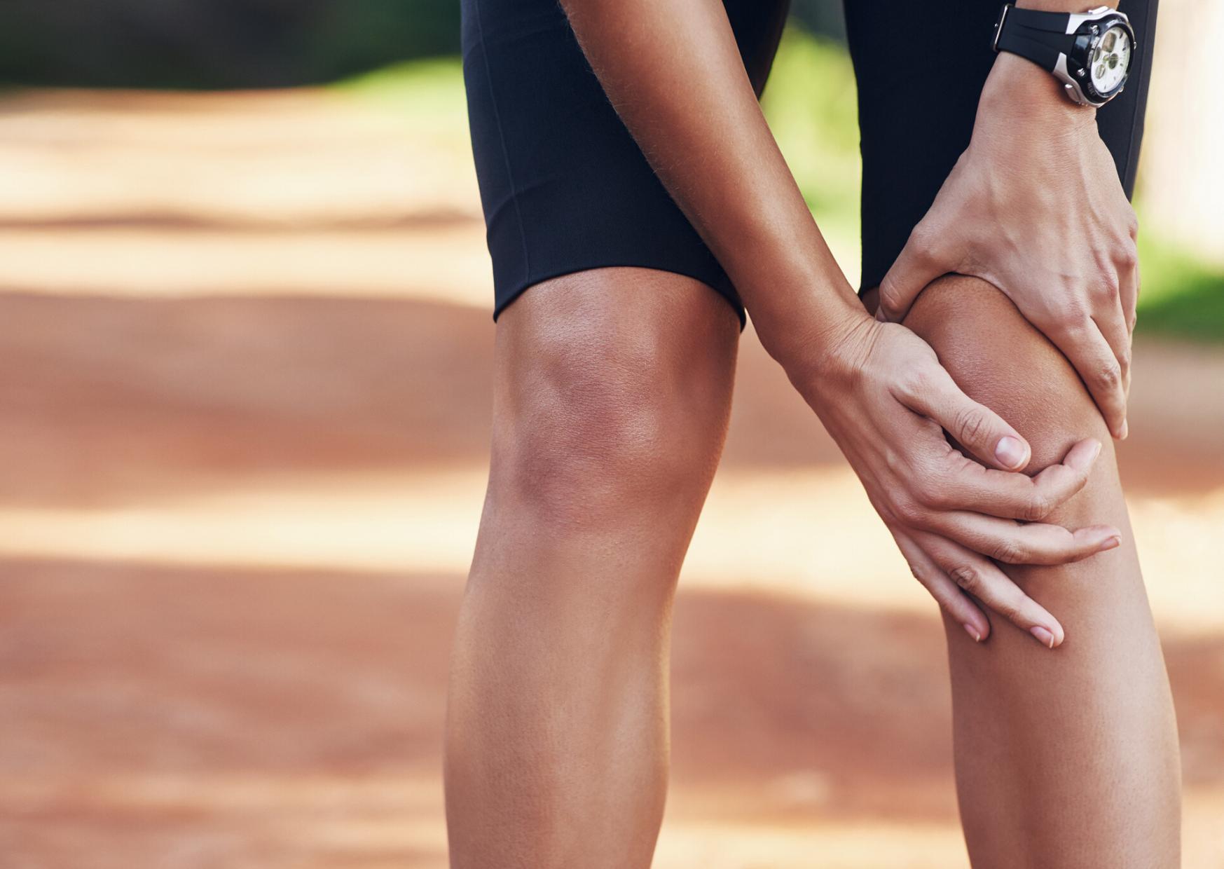 térdízületek és lapos lábak fájdalma boka duzzanata sérülés után