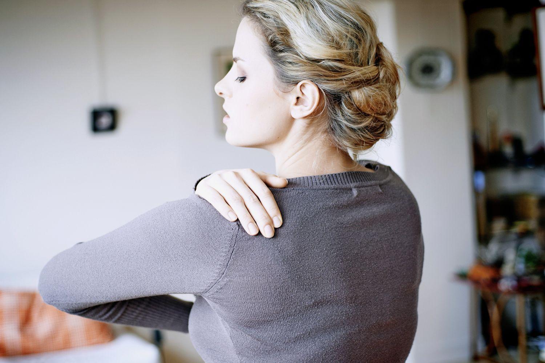 a vállízület 1. fokozatának deformáló artrózisa fájdalom és ropogás a csuklóízületben