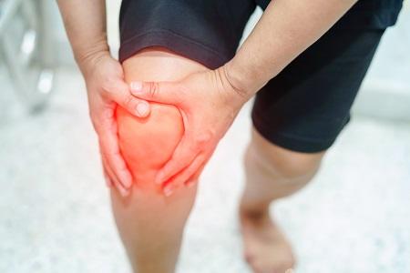 éles, éles fájdalom a térdben közös kezelés kenalog-nal