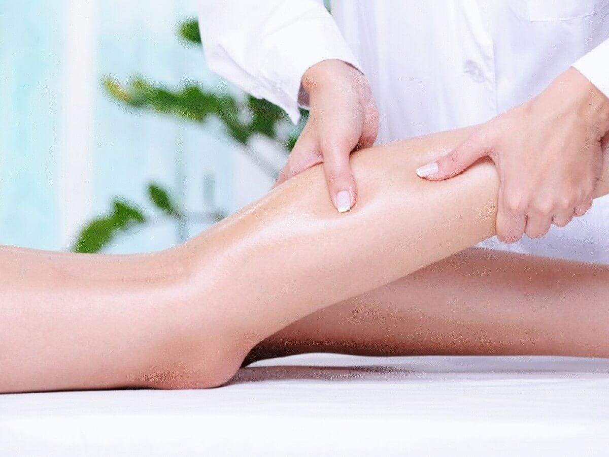 térdízületek és lapos lábak fájdalma a lábak rheumatoid arthritisének kezelésére