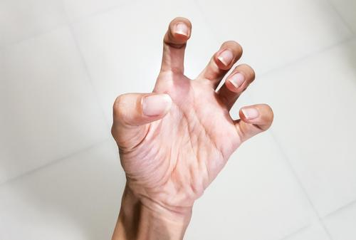 fájó könyökízület fájdalmasan összeszorítani öklét amikor a séta fáj a csípőízületet, hogyan kell kezelni