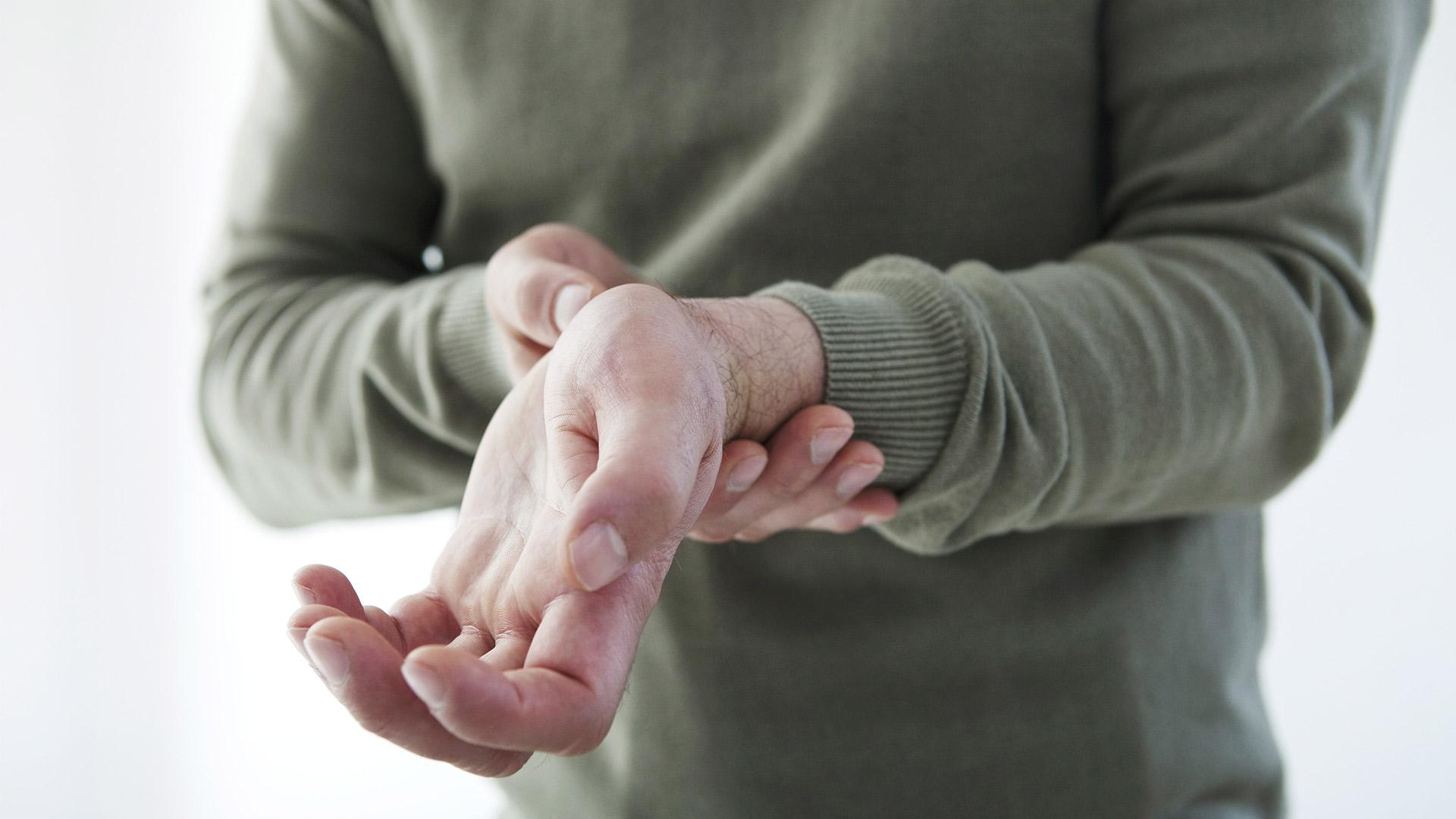fájdalom okai a kéz vállizületeiben a sportolók ízületeinek helyreállítása