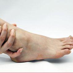 fájó fájdalom húzódik a csípőízületben