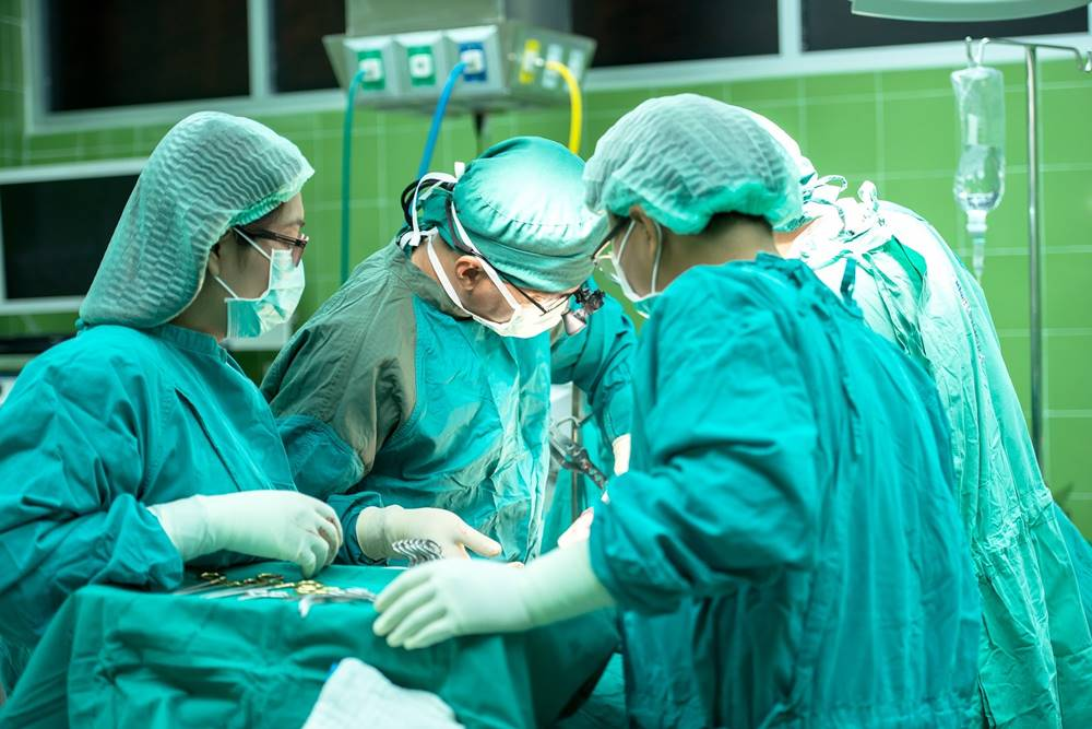 térdpótló fájdalom műtét után