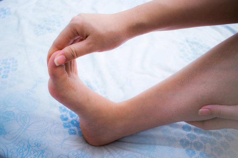 Zsibbad a karja vagy a lába? Ez lehet az oka! - EgészségKalauz