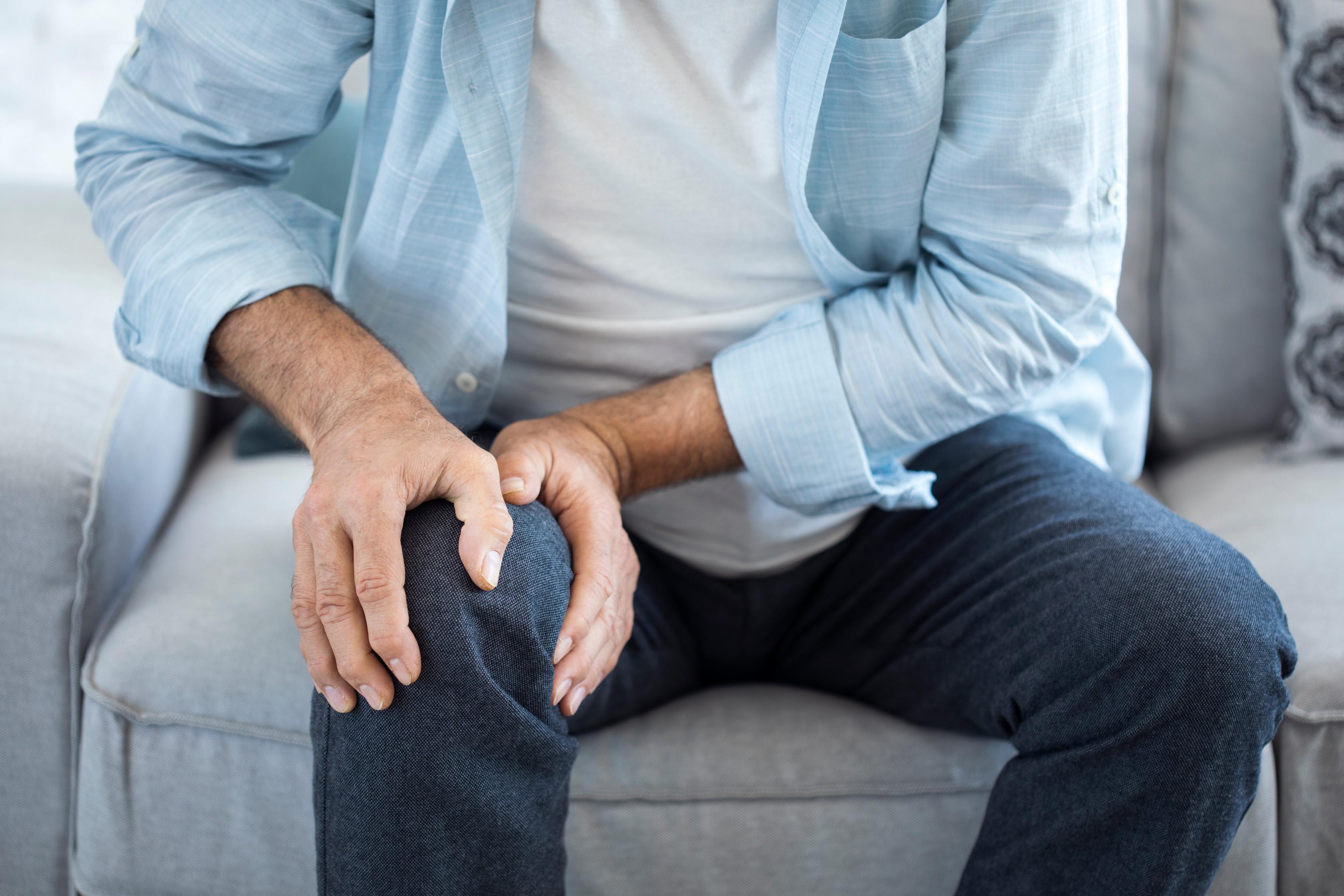 az ízületi fájdalom az erőkifejtéssel csökken